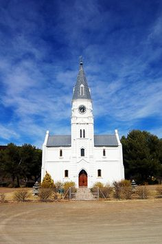 A church in Nieu-Bethesda in the Karoo. Gothic Cathedral, Cathedral Church, Church Building, Weekends Away, Owl House, Old Barns, Place Of Worship, Old Buildings, African History