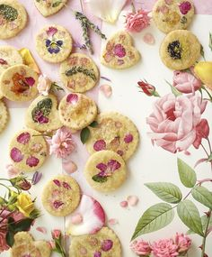 These sugar cookies topped with edible flowers are so stunning.