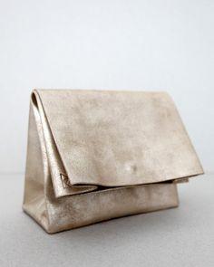 SACO DE PAPEL PEQUENO desert gold clutch