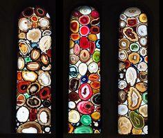 Витражи из агатовых пластин в соборе Гроссмюнстер.  Цюрих, Швейцария