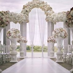 Would you marry the love of your life in this gorgeous ceremony space? Comment below! Credit:…