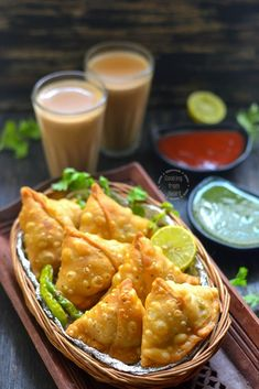 Perfectly crisp delicious Aloo Samosa recipe with step-wise pictures. A fail-proof recipe for making Punjabi Aloo Samosa, best for your cup of tea & coffee. Indian Snacks, Indian Food Recipes, Asian Recipes, Samosa Recipe, Chaat Recipe, Samosas, Punjabi Samosa, Vegetable Samosa, Bengali Food