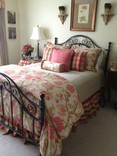 What a lovely room! So the style I would decorate my house in one day (Lord willing)!                                                                                                                                                     More