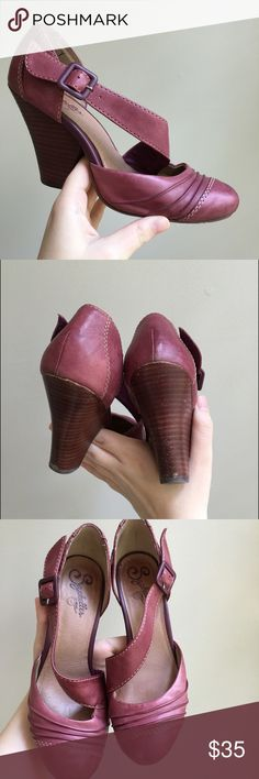 Very comfortable shoe. Clean and well cared for. Seychelles Shoes, Shoes Heels, Pumps, Vintage Heels, Burgundy Wine, Fashion Design, Fashion Tips, Fashion Trends, Comfortable Shoes