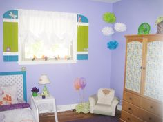 Butterfly garden themed bedroom.....perfect for a little girl
