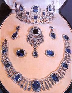 Queen Hortense sapphire and diamond parure, which was in the former possession of the House of Orléans. In 1821 King Louis Philippe acquired a tiara, a necklace, a pair of earrings and a brooch for his spouse Marie-Amélie, in whose family these sapphires were handed down until they were sold to the Louvre. A national treasure of France.