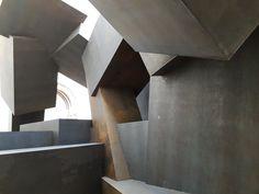 Antony Gormley Explores the Body as a Space Within a Space Abstract Sculpture, Wood Sculpture, Metal Sculptures, Bronze Sculpture, Light Installation, Art Installations, Burlington House, Hr Giger, Antony Gormley