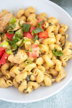 Creamy and delicious Cajun Chicken Pasta made right in your Pressure Cooker. I use my Instant Pot to make this chicken pasta without draining and in less than 20 minutes. Chicken Spaghetti Recipes, Creamy Chicken Pasta, Easy Chicken Recipes, Pasta Recipes, Pressure Cooker Chicken, Instant Pot Pressure Cooker, Pressure Cooker Recipes, Pressure Cooking, Instant Pot Pasta Recipe