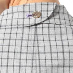 collar with button back