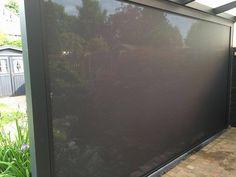 Ritsscreen geplaatst onder een veranda. #veranda #ritsscreen #screen #veranda #onderveranda #tuin #gardering #garden #zipscreen