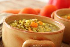 מרק עדשים ירוקות וגריסים Cheeseburger Chowder, Beans, Soup, Vegetables, Veggies, Vegetable Recipes, Soups, Beans Recipes