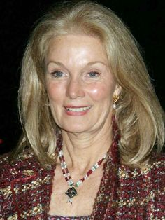 "Yvette Mimieux's acting career began in coming-of-age films like ""Where the Boys Are"" She also played Weena in the 1960 H. Beautiful Old Woman, Beautiful People, Beautiful Ladies, Yvette Mimieux, Female Actresses, Hot Actresses, Aged To Perfection, Ageless Beauty, Aging Gracefully"