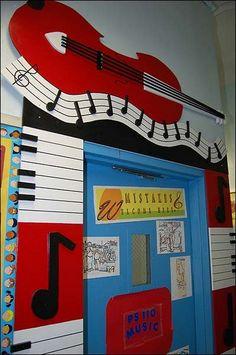 puerta del salón de Música  Classroom Door Decoration--I'm not a music teacher; but this is too cool to not pin!