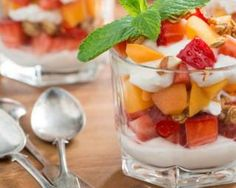 The Best Greek Yogurt, Fruit & Granola Parfait Ever Fruit Parfait, Fruit Salad, Verrine Fruit, Best Greek Yogurt, Whipped Cream Desserts, Clean Eating Plans, Egyptian Food, How To Eat Paleo, Paleo Dessert
