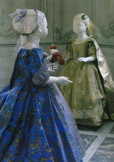 Details of Isabelle de Borchgrave's paper sculptures in historical paper costumes