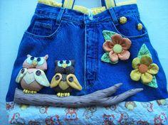 Bolsa Calça Jeans com Aplicação em 3D  Confeccionada em jeans e tecido 100% algodão. Toda estruturada. Pode ser feita em várias cores e estampas.  Uma bolsa diferente e bastante criativa. Ideal para ir ao clube,a praia, ao colégio, a faculdade, ao parque com as crianças. Dentro tem dois bolsos e ...