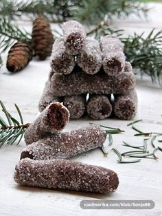 """Potrebni zimi definitivno!;) Nećete im moći odoljeti! (postoji vrlo sličan recept """"čokoladni štapići"""" razlika u sitnicama) Sretni vam blagdani!"""