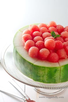 Best Recipes for Fresh Watermelon - Watermelon Cake with Melon Balls Cute Food, Good Food, Yummy Food, Yummy Drinks, Watermelon Ball, Eating Watermelon, Watermelon Dessert, Watermelon Basket, Watermelon Slices