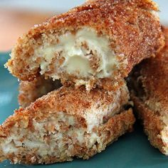 Cinnamon Sugar Cheesecake Roll-Ups. So easy and so tasty… little bites of cinnamon cheesecake with a crunchy crust. -OMG. Want!