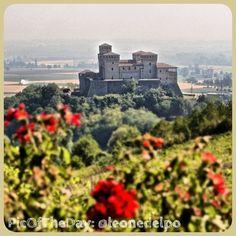La #PicOfTheDay #turismoer di oggi arriva dal #Castello di #Torrechiara, provincia di #Parma, incantevole in tutte le stagioni =) Complimenti e grazie a @leonedelpo