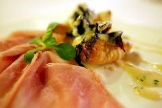 Millefoglie di radicchio tardivo su fonduta di Monteveronese con prosciutto crudo di Langhirano