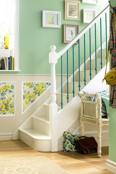 Stair wall painting ideas staircase wall painting ideas how to Home, Stylish Room, Simple Decor, Interior, Green Painted Walls, Funky Home Decor, Staircase Manufacturers, Staircase Wall, Hallway Decorating