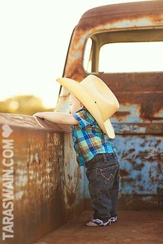 Cute little cowboy! Would be great to take a pic each year in the back of the tr… – Cute Adorable Baby Outfits Little Cowboy, Little Boys, Cowboy Baby, Camo Baby, Cute Photos, Cute Pictures, Fall Pictures, Cute Kids, Cute Babies