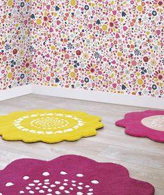 MiPetiteLife.es - Alfombra infantil flores rosada. Alfombra Infantil en forma de flor. La alfombra que le dará el toque rosado a las habitaciones infantiles. Fabricación artesanal. Una gama de alfombras suaves y acolchados, 100% algodón tejido a mano 2200g/m2. Terciopelo corto y tupido. H.10-11mm. Fabricado en la India. www.MiPetiteLife.es