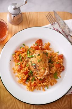 Make Skillet Chicken Thighs with Creamy Tomato Sauce Tonight Tomato Rice, Creamy Tomato Sauce, Tomato Basil, Rice Dishes, Food Dishes, Main Dishes, Pasta Dishes, Easy Chicken And Rice, Chicken Rice