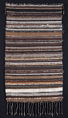 Your Daily Dose of Inspiration! Handwoven rug by Cheryl Demas. Woven Image, Toothbrush Rug, Homemade Rugs, Art Textile, Textiles, Recycled Fabric, Woven Rug, Rug Making, Knit Crochet