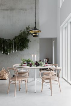 elledecor Our new favorite way to deck the halls? Hanging Christmas Tree, Christmas Home, Christmas 2019, Decor Interior Design, Interior Design Living Room, Deck The Halls, Beautiful Christmas, Natural Christmas, Elle Decor