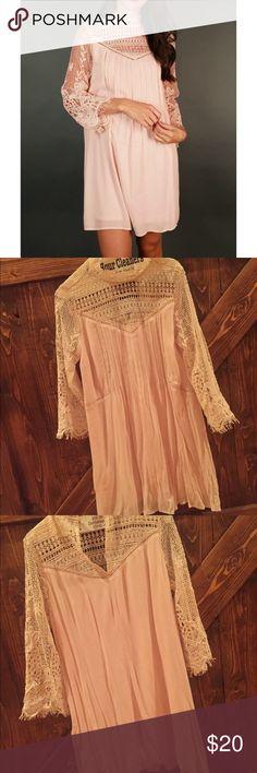 Blush dress Lace blush dress very adorable worn once Dresses