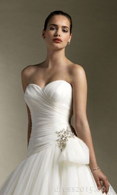 sweetheart wedding dress. Sharing from The Louvre Bridal (www.thelouvrebridal.com)