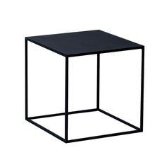 """Der hält was aus: Der Couchtisch """"Lili"""" ist aus Eisen und deshalb sehr stabil. Egal, ob Sie ihn im Innenbereich neben Ihrem Sofa oder im Außenbereich neben Ihre Gartenmöbel stellen, der Tisch wirkt überall. Sein filigranes Design macht..."""