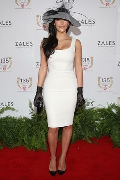 Kim Kardashian goes sexy-meets-ladylike in a skin-tight white dress, black gloves, and oversized hat at the Kentucky Derby Kentucky Derby Outfit, Kentucky Derby Fashion, Derby Attire, Derby Outfits, Ascot Outfits, Tea Party Attire, Race Day Fashion, Kardashian Style, Kim Kardashian 2009