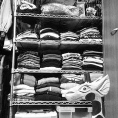 夜の商品整理中~ もはや売り場がえ~ 春の絶賛大模様替え中~ 服の多さに、きりんさんもびっくり~ あと倍以上ある~ 薄々気づいている、アパレルが適職だったことを~ 戻らないけど~ Tシャツ、色分け、柄分け中~ でも地震がきたら、津波で流されちゃうけど~ この服たち、また1年着てもらえないけど~ 冬にしか日本にいない~ そんな午前2時~ Organising bunch of clothes  #きりん #キリン #洋服 #ニートのたしなみ #春だからね #やせたい #春だしね #模様替え #春です春の大掃除 #3日目 #楽しい #organising #clothesorganizer #clothes #toomanyclothes #love #giraffe 03/30/16