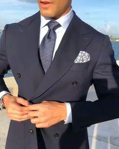men's fashion and style inspiration for men's business suits Dress Suits For Men, Men's Suits, Suit And Tie, Men Dress, Conference Outfit, Black Suit Men, Mode Costume, Slim Fit Suits, Designer Suits For Men