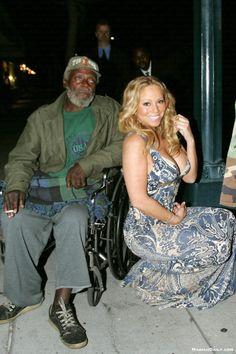 Não sei se isso é mesmo um viral, mas virou febre na internet. Tudo começou com a foto abaixo, quando a cantora Mariah Carey posou, deslumbr...