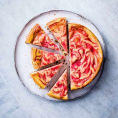 Baked rhubarb and custard cheesecake