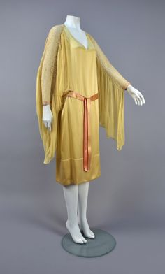 Lounging dress, silk, no location available, ca. 1925