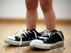 Niños y zapatos