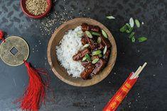 La recette de tofu Général Tao végan du chef Jean-Philippe Cyr est un véritable délice. Sucré et piquant à souhait, ce plat saura plaire à tous ! Blog Vegan, Jean Philippe, Seitan, Japchae, Vegetarian Recipes, Recipies, Ethnic Recipes, Celebrity Guys, Vegetarische Rezepte