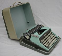 Vintage 60s Olympia De Luxe Portable Manual Typewriter West Germany w/ Case