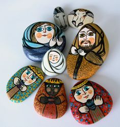 Galets crèche de Noël from Granny shop, Nativity Rocks Painted I think this would be cool to do.