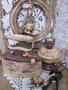 """Купить Интерьерный комплект""""Мелодия роз..шелест упавших листков.."""" - бордовый, керосиновая лампа, утюг"""