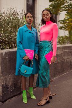 The Best Paris Street Style Spring/Summer 2020 - Essence -Ph Matthew Sperzel Colorful Outfits, Colorful Fashion, Milan Fashion Weeks, Paris Fashion, Stockholm Street Style, Paris Street, Color Blocking Outfits, Spring Street Style, Street Chic
