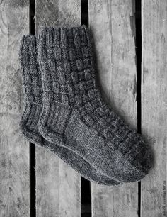 Lace Knitting, Knitting Socks, Knitting Stitches, Knit Crochet, Knitted Slippers, Knit Mittens, Knitted Poncho, Fluffy Socks, Cozy Socks