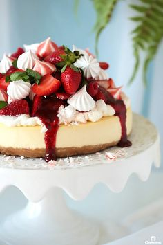 Your search for the perfect baked cheesecake ends here! Incomparably creamy and velvety with just the right amount of tang, sweetness and d. Strawberry Meringue, Strawberry Topping, Strawberry Cheesecake, Cheesecake Recipes, Dessert Recipes, Biscoff Cheesecake, Cheesecake Bars, Molten Chocolate, Chocolate Mug Cakes