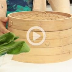 Bamboo steamers are traditionally used in Chinese cooking, but it is also versatile for all types of cuisines. In this I show you How to Use a Bamboo Steamer! Cooking Videos, Cooking Classes, Cooking Tips, Cooking Recipes, Cooking Sushi, Healthy Cooking, Bamboo Steamer Recipes, Pork Buns, Thai Dishes