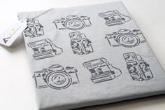 Mens Photo Cameras T-shirt Gray Minimalist Graphic Modern Stylish Cotton